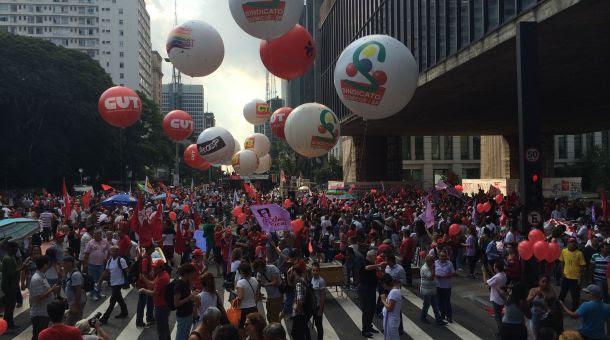 Manifestantes a favor do gpoverno na Avenida Paulista, em São Paulo (Crédito: Pedro Duran / CBN)