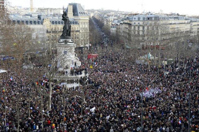 Maior mobilização da história da França reúne 3,7 milhões BERTRAND GUAY/AFP
