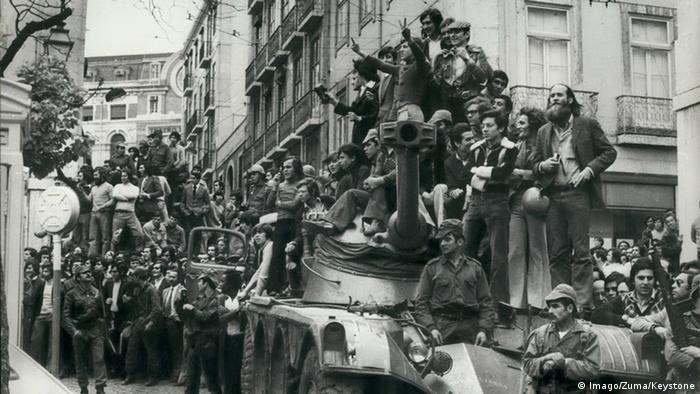 Portugal Lissabon 1974 Nelkenrevolution Soldaten (Imago/Zuma/Keystone)