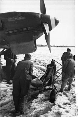 Bundesarchiv Bild 101I-091-0195-29, Norwegen, Junkers Ju 87, Bombenbeladung