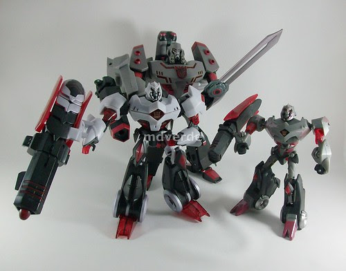 Transformers Megatron Animated Voyager vs Deluxe vs Leader - modo robot