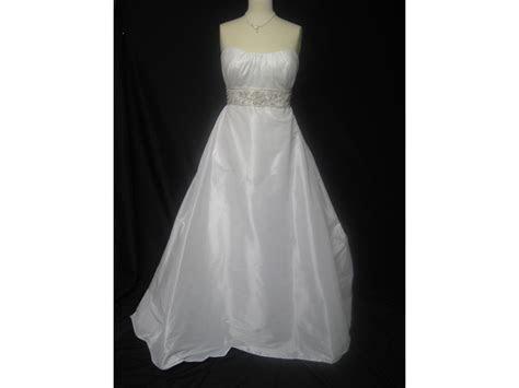 Casablanca 2007, $199 Size: 14   Sample Wedding Dresses