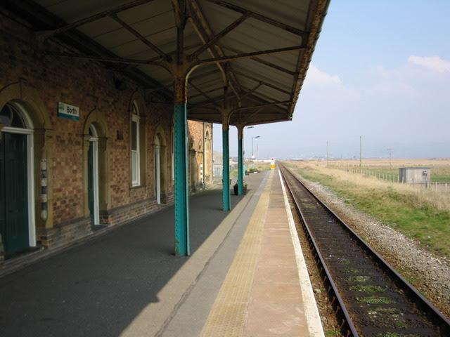 File:Borth Railway Station - geograph.org.uk - 518896.jpg