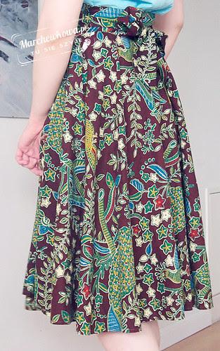 blog, marchewkowa, szafiarka, moda, szycie, krawiectwo, retro, vintage, spódnica z koła, batik, bawełna, bluzka bez rękawów, błękitny, kwiaty, sandały, tommy hilfiger, espadryle, schaffashoes, 50s