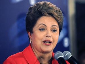 A candidata Dilma Rousseff (PT) fala com a imprensa durante entrevista coletiva (Foto: Alexandre Durão/G1)