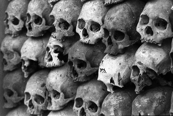 25-Khmer-Rouge-Victims-Memorial