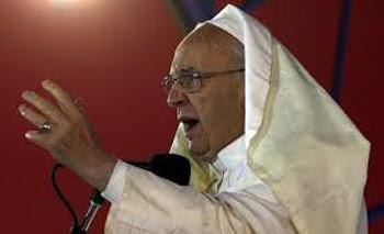 Papa Francesco breeaks con le abitudini conciliari