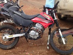 Jovem estava de moto quando se envolveu em acidente em Cacoal (Foto: Magda Oliveria/G1)