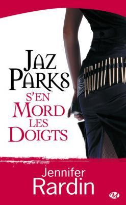 Couverture Jaz Parks, tome 1 : Jaz Parks s'en mord les doigts