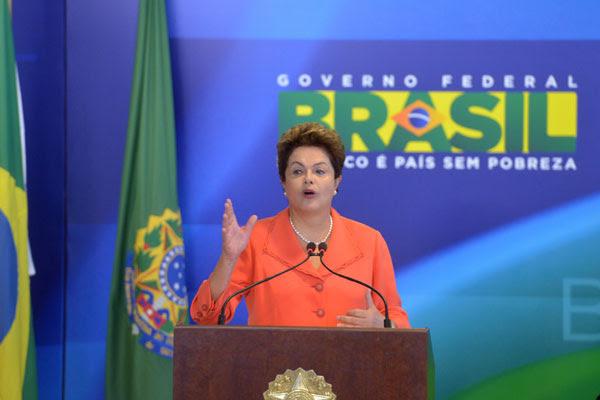 Dilma participa, em Brasília, de reunião com aliados do PMDB