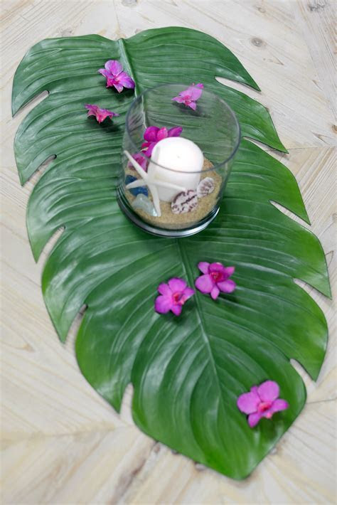 "Monstera Leaf Tropical Table Runner 30"""