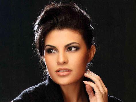 Download Jacqueline Fernandez Nice HD Photoshoot Wallpaper