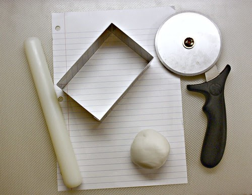 Materials for fondant scrolls