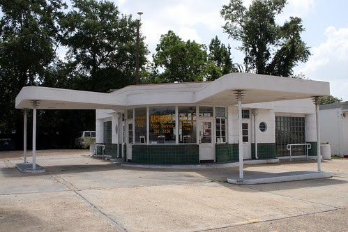 leesville gas station's double canopies