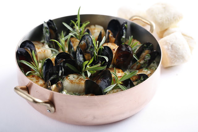 Pan-fried scallop with leek Mussel Mariniere