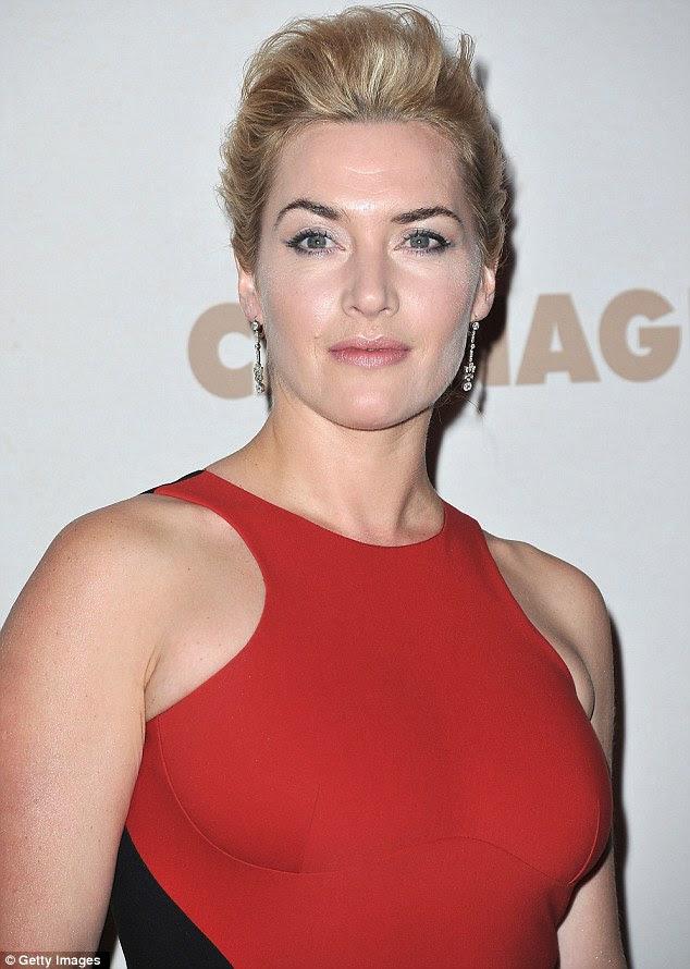 Cuidadosamente coordenada: Kate emparelhado vestido com brincos de diamante, cabelo natural make-up e elegante