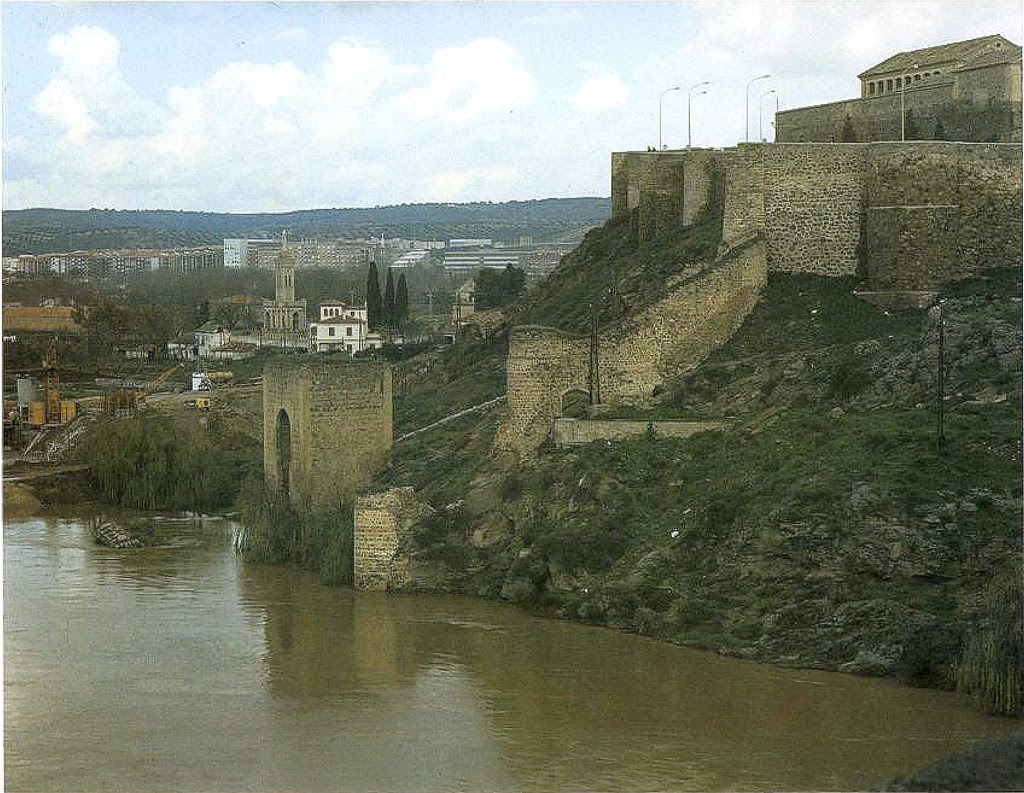 Construcción del puente de la Cava hacia 1975