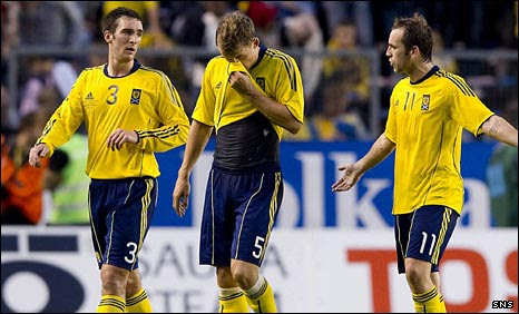 James McFadden remonstrates with defenders Lee Wallace and Christophe Berra