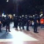 La policia desallotja l'acampada de la plaça de Catalunya en favor del 9-N