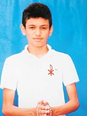 Jovem de 14 anos foi atingido quando estava na garupa da moto do pai. Policial disse na ocasião que só percebeu depois que havia atingido alguém. (Foto: Família/Arquivo pessoal)