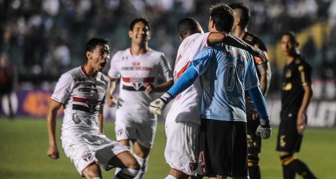 Gol Ceni Figueirense x São Paulo (Foto: EDUARDO VALENTE/FRAME/ESTADÃO CONTEÚDO)
