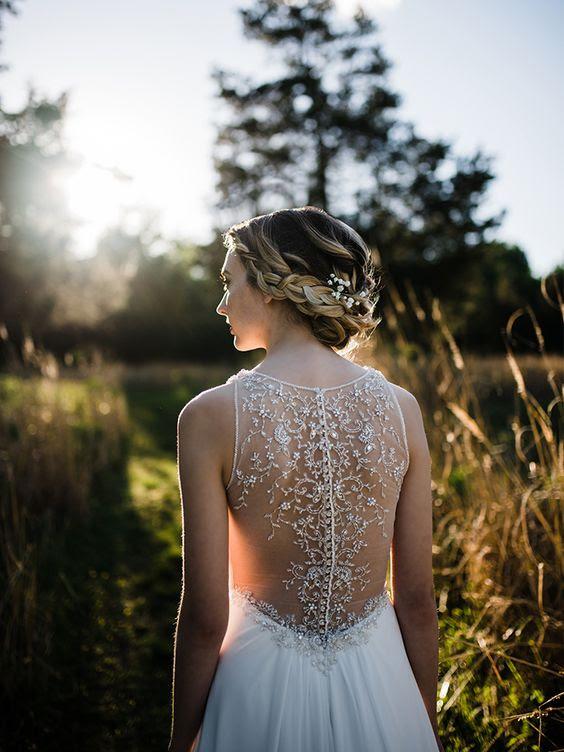 ärmelloses chiffon-Kleid mit tiefem V-Ausschnitt und einem Perlen illusion zurück