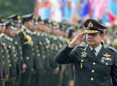 Thailand's prime minister, Prayut Chan-ocha, salutes members of the Royal Thai Army at the Thai Army Headquarters in Bangkok, Thailand on September 30, 2014. © 2014 Reuters