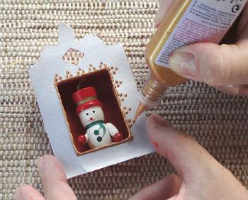 Decore a frente da moldura com tinta relevo