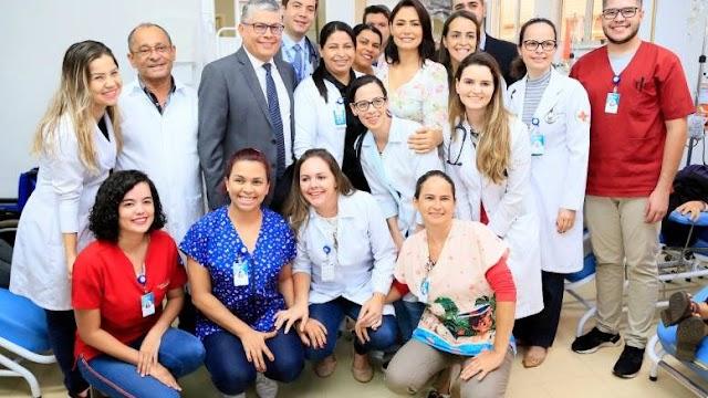 Michelle Bolsonaro visita pacientes e conhece projeto social no Base