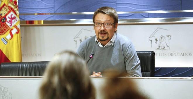 El diputado de En Comú Podem ,Francesc Xavier Domènech, durante su comparecencia ante los medios en el Congreso de los Diputados tras haber sido recibido por el rey. EFE/ Sergio Barrenechea