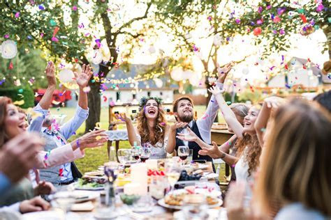 50 Cheap Wedding Reception Food & Drink Menu Ideas on a Budget
