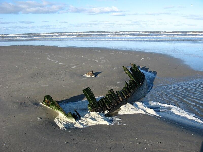 File:Shipwreck terschelling.JPG