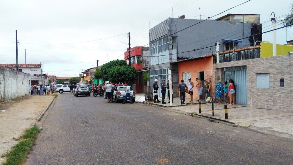 Crime aconteceu na rua Santa Tereza, no bairro Bom Pastor, Zona Oeste da cidade (Foto: Marksuel Figueredo/Inter TV Cabugi)