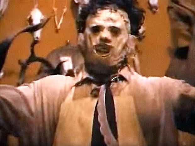Leatherface, o vilão do primeiro filme da franquia, de 1974 (Foto: Reprodução/YouTube)