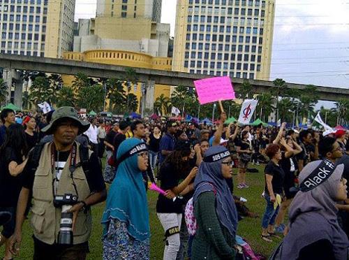 8835747946 5e002d4397 o Gambar dan Video Perhimpunan Blackout 505 di Petaling Jaya 25 Mei 2013