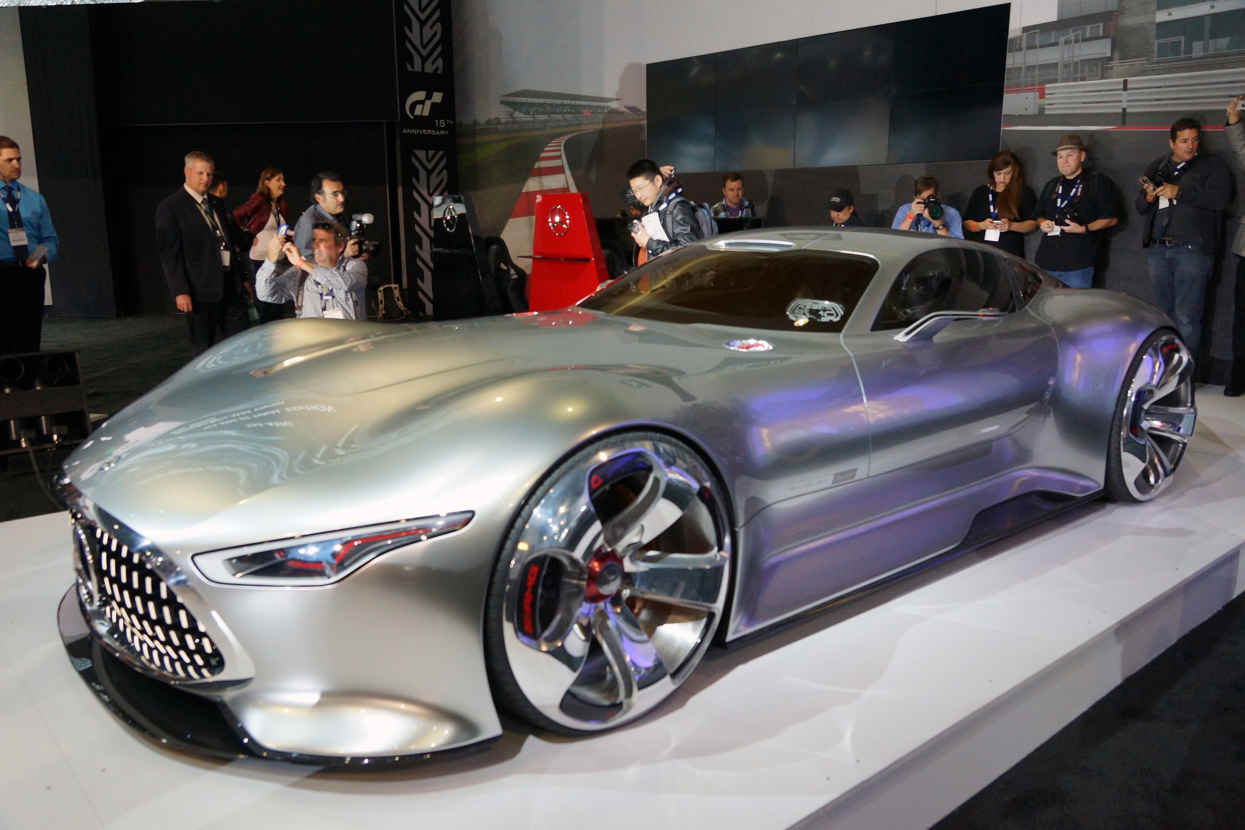 Mercedes AMG Vision Gran Turismo Concept is long, low ...