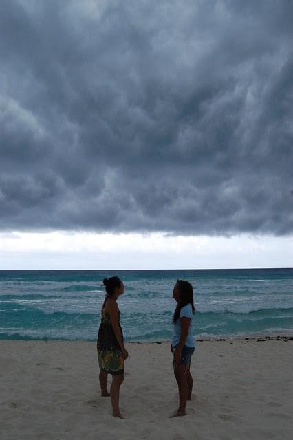 cancun_storm_ladies