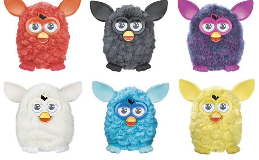Foto de seis muñecos Furby de distintos colores