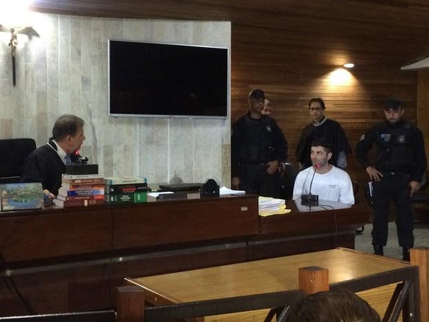 Tiago Henrique preferiu não responder a perguntas durante o 28º julgamento, em Goiânia, Goiás (Foto: Vitor Santana/G1)