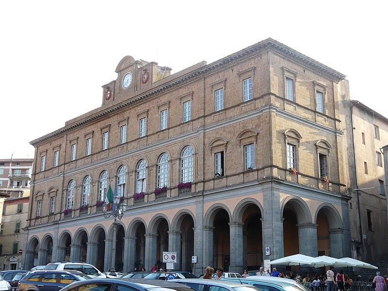 Fil: Acquapendente-municipio.jpg