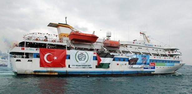 A frota de seis barcos tinha pelo menos 750 pessoas a bordo; <b>veja mais fotos</b>