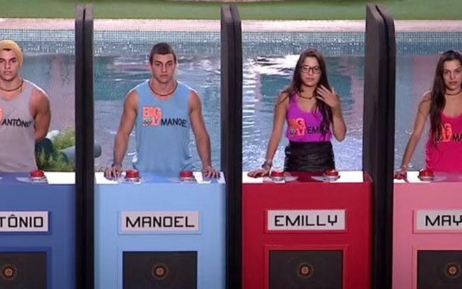 Os gêmeos Antônio e Manoel e Emilly e Mayla disputam joguinho no primeiro dia de BBB 17 - Reprodução/TV Globo