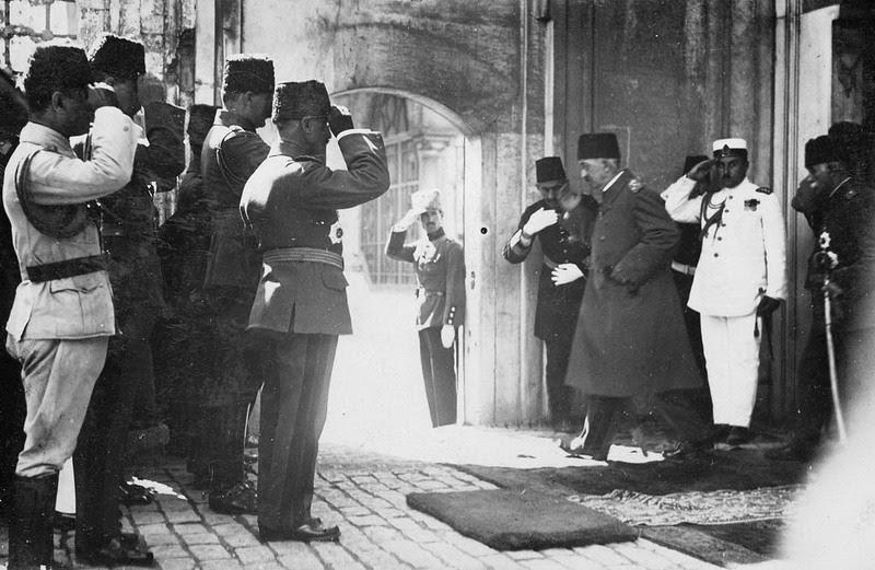 Sultan Mehmed VI departs