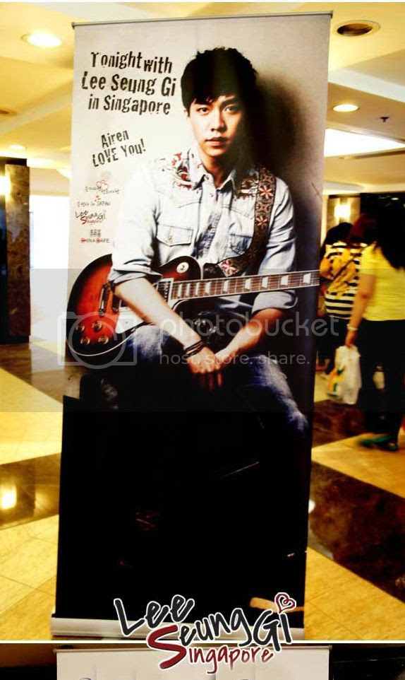photo Poster-stand.jpg