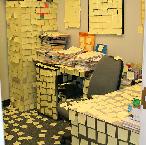 http://www.weirdomatic.com/wp-content/pictures/offprank/office_prank_14.jpg