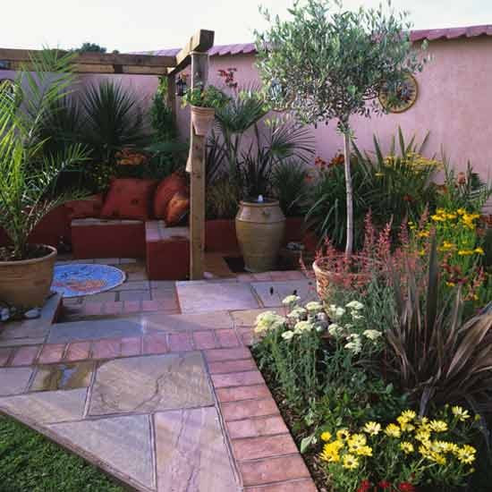 Mediterranean-style courtyard | housetohome.co.uk