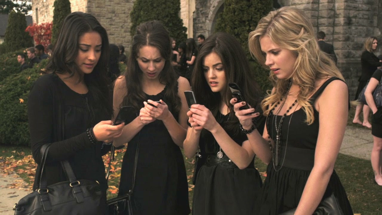 http://vignette2.wikia.nocookie.net/prettylittleliars/images/6/6d/PLL101-01276.jpg/revision/latest?cb=20110709114352