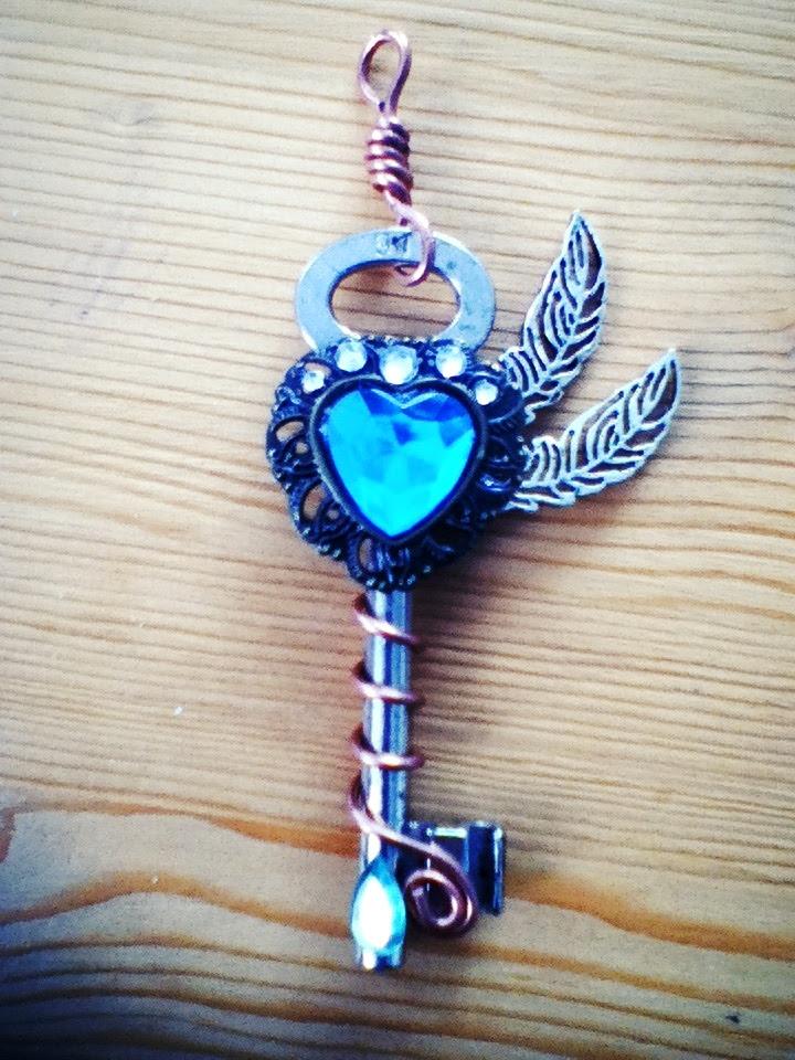 http://fc01.deviantart.net/fs70/f/2013/045/5/e/majestic_peacock_fantasy_key_by_silverraven1408-d5uxj23.jpg