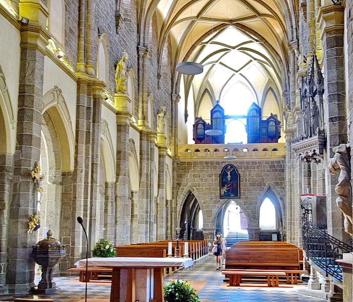 Die Prokops Basilika verbindet den romanischen und den ...