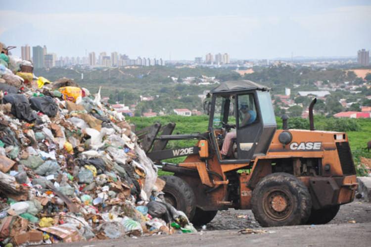 Resultado de imagem para lixão cidade nova